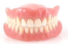 ご自宅に居ながら入れ歯を作製することができます